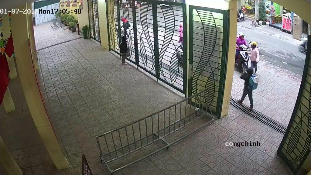 Camera theo dõi công học sinh ra vào tại trường